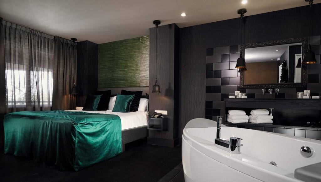 Badkamer Met Whirlpool : Luxe oriental jacuzzi suite hotelkamer met jacuzzi