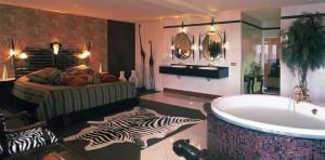 Suite met jacuzzi in Afrika stijl