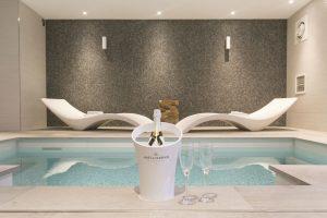 Hotel met privé zwembad - Van der Valk jacuzzi