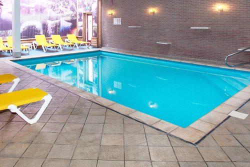 Fletcher Hotel De Zeegser Duinen met zwembad vlakbij het Zuidlaardermeer