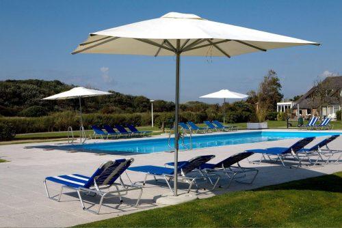 Fletcher hotel met buitenzwembad aan het strand