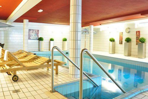 Fletcher hotel met zwembad aan het strand